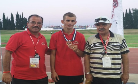 """الحواتمة يهنئ الدركي """"المقابلة"""" بفوزه ببرونزية 5000 متر جري ببطولة تونس"""