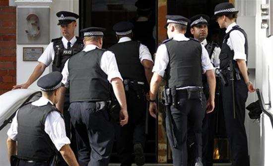 الشرطة البريطانية تبحث عن حقيبة تحتوي أحجار كريمة قيمتها مليون جنيه