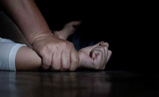 ضابط يختطف فتاة من خطيبها... ويغتصبها في سيارته الحكومية!