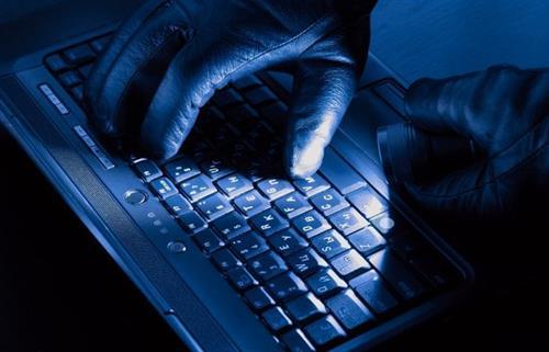 مؤتمرون يدعون لوضع خطة وطنية شاملة للتعامل مع الجرائم الإلكترونية