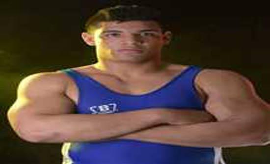 مجهولون يعتدون على بطل مصارعة مصري ويقطعون أصابعه