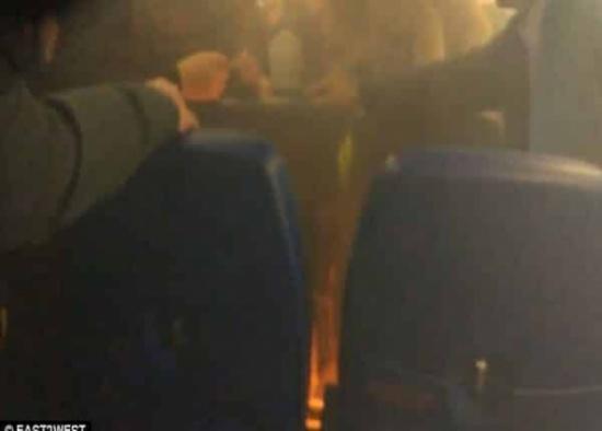 شاهد.. حريق على طائرة روسية بسبب شاحن