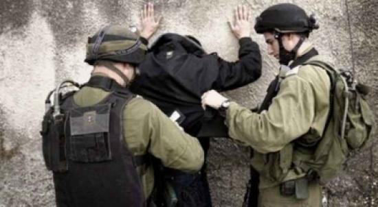 الاحتلال يعتقل عشرة مواطنين من الضفة