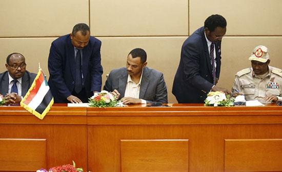 بالفيديو : توقيع الإعلان الدستوري بالسودان وهذا موعد تشكيل الحكومة