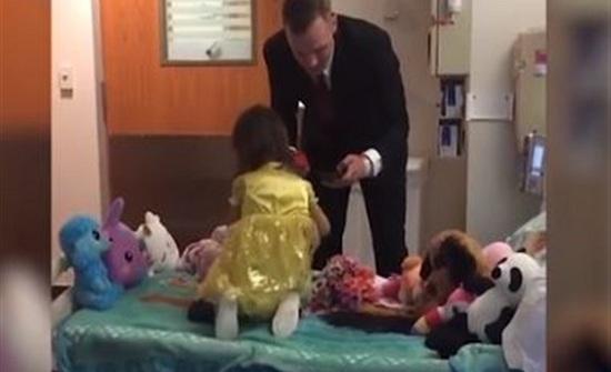 a27c21ed8 أب يرقص مع ابنته بعد أول جرعة كيميائي لها..فيديو - المدينة نيوز