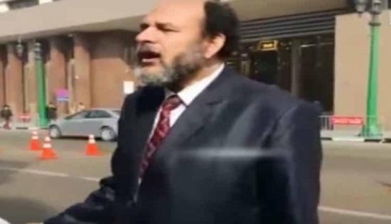 بالفيديو.. مصري يعتزم ترشيح نفسه للرئاسة ويعلن نيته نقل الكعبة إلى مصر