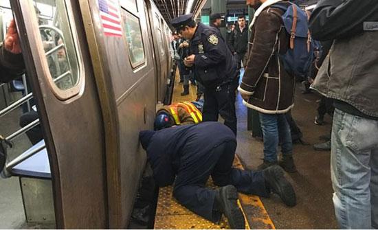 نجاة طالبة سقطت أسفل مترو الأنفاق بأعجوبة (صور)