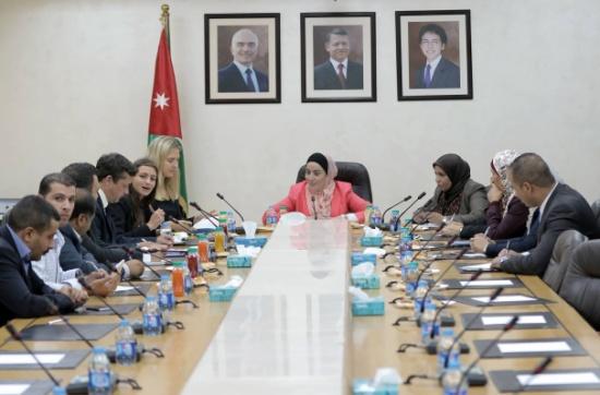 """""""البرلمانيات العربيات"""" يلتقي وفد المعهد الديمقراطي"""