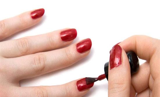 تحذير: طلاء الأظافر يسبب العقم والسرطان