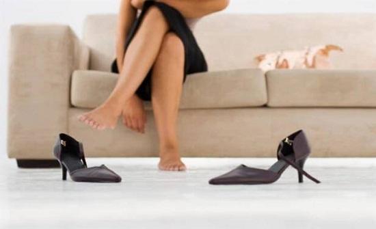 400 ألف بكتيريا تقتحم منزلك عند دخولك بالحذاء.. هكذا تتجنب خطرها