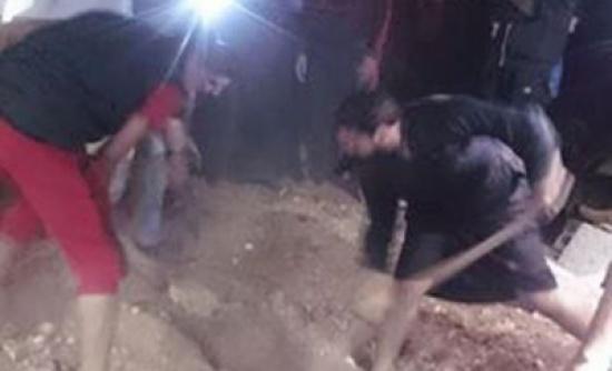 بالصور ... فتح قبر امرأة في الرمثا بعد سماع صوت داخله