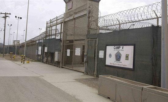 «مسجون» يهرب ليشتري الطعام ويعود مرة أخرى