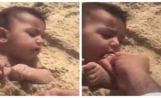 فيديو صادم لأب يطعم رضيعاً التراب
