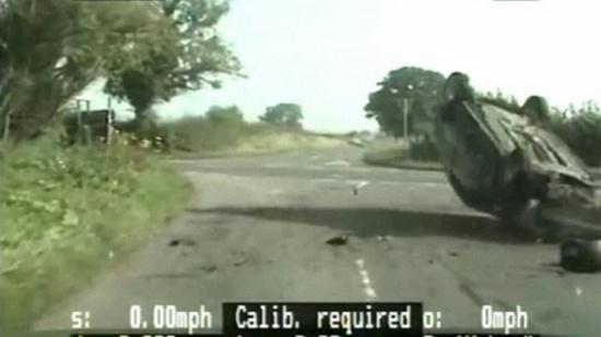 شاهد.. هرب من مطاردة الشرطة له... فكان مصيره مأساوياً