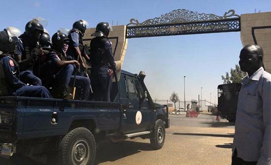 مصادر: اعتقال رئيس البرلمان السوداني في مطار الخرطوم