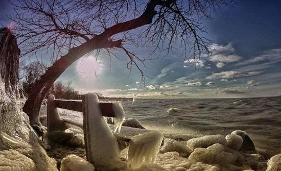 صور: مشاهد لا تصدق لبحيرة عذبة جمدتها برودة الطقس في أوروبا