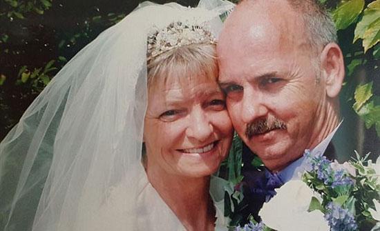 زوج يفاجأ بزوجته نائمة فى مستشفى بعد ساعة من وفاتها .. صور