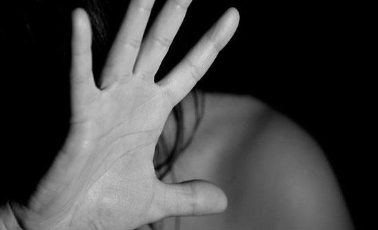 إنفرد بمريضته داخل العيادة وإغتصبها بحجة الإعجاب بها