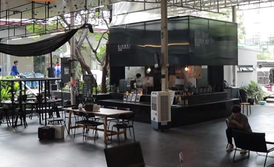 مقهى يضع زبائنه في نعش بعد الانتهاء من شرب القهوة (فيديو)