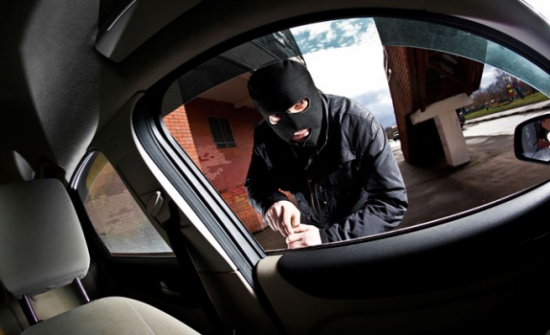 الامن يحقق بسرقة محتويات 8 مركبات في البلقاء