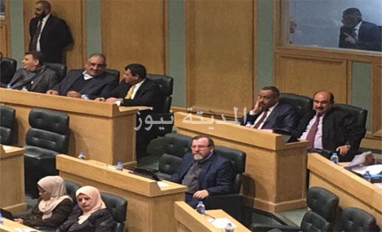نواب يطالبون بزيادة على رواتب الموظفين 50 دينارا