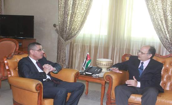 أمين عام وزارة التعليم العالي يلتقي سفير الجمهورية القبرصية في عمان