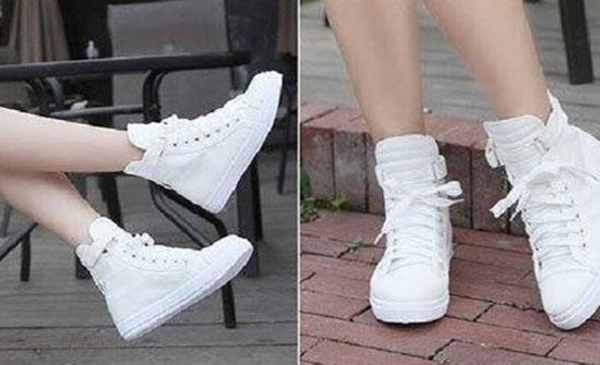 بالصور: مع الفساتين أو الجيب.. اقتراحات لارتداء الحذاء الأبيض في الشتاء