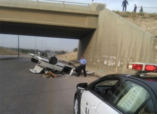 اصابة شخصين بتدهور مركبة على الطريق الدائري في الطفيلة