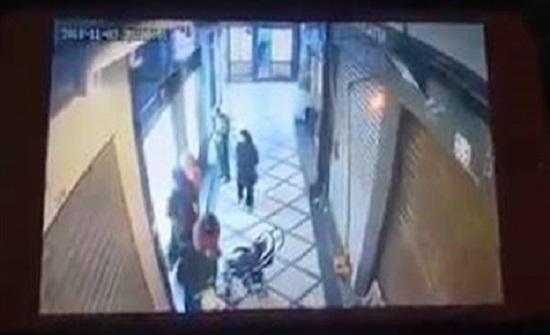 بالفيديو : عجوز تسرق هاتف جوال بطريقة ماكرة
