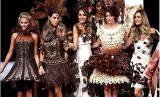 بالفيديو : أزياء من الشوكولاته في باريس