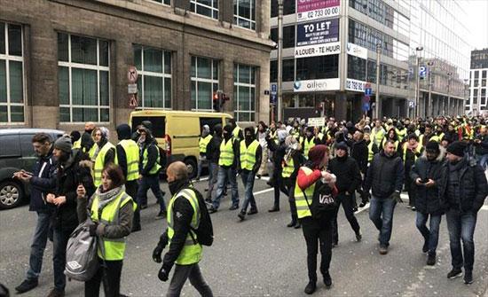 """""""السترات الصفراء"""" تهرب من الشرطة البلجيكية إلى الأزقة الجانبية في بروكسل"""