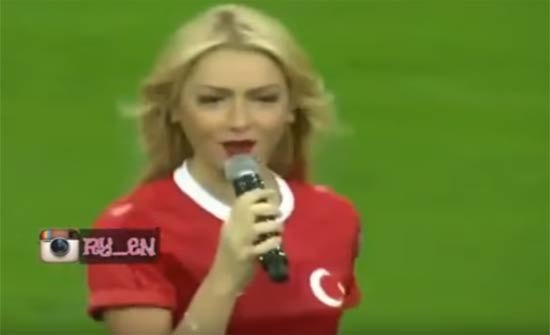 الفرق بين اغاني المنتخب التركي والمنتخب الاردني ..فيديو