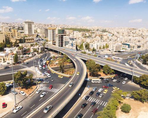 شاحنة تغلق نفق الدوار الثالث في عمان