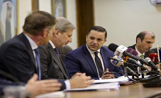 وزير التخطيط يلتقي مسؤولاً أوروبياً