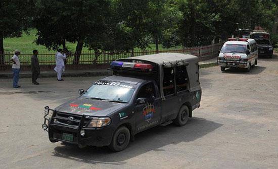 مقتل 10 أمنيين باكستانيين في هجومين على الحدود مع أفغانستان
