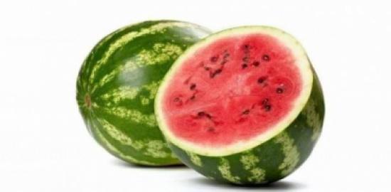 5 علامات تساعدكم على اختيار البطيخ الناضج.. بنظرة واحدة فقط!