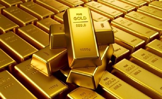 الذهب يهبط مع ارتفاع الدولار بدعم توترات التجارة