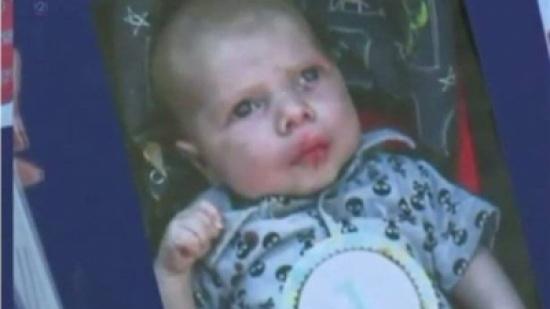 أب يقتل ابنه الرضيع بأفظع الطرق... والوالدة لم تتدخل لردعه!
