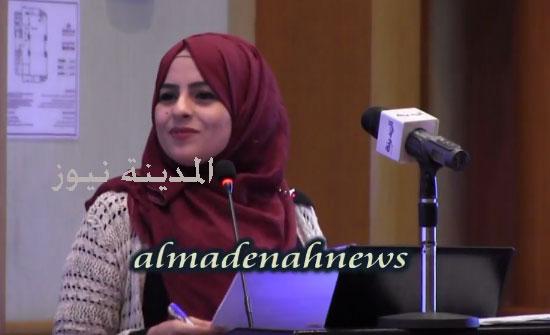 شاهد بالفيديو : خريجة جامعية أردنية عاطلة عن العمل تفاجئ مؤتمر البطالة بالبحر الميت