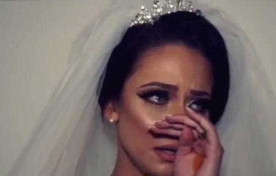 بالفيديو .. رد فعل مؤثر لعروس لحظة وداع عائلتها!