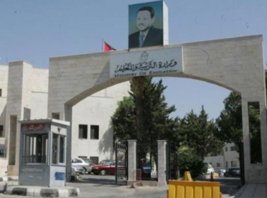أمين عام وزارة التربية يتفقد قاعات الثانوية العامة باربد
