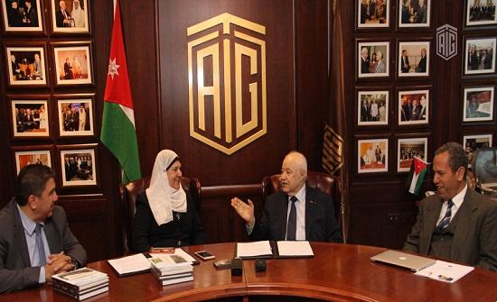 أبوغزاله يوقع اتفاقية الاعتماد مع مدارس الجامعة