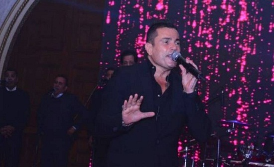 كيف أطل عمرو دياب في حفلته الأخيرة؟ ولماذا حضر نجم ليفربول؟