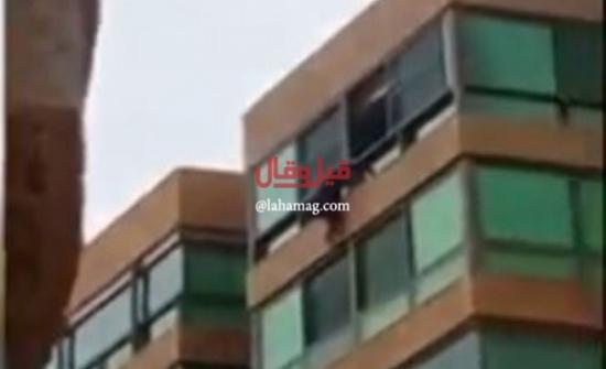 بالفيديو - في لبنان.. لحظة إنتحار شابة من الطابق الرابع!