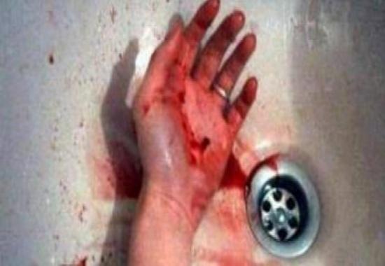 فيديو| قطع يد شقيقته دون تفكير والسبب لايصدق!