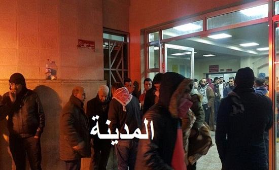 بالصور : وصول اصابات من اشتباك المهاجرين الى مستشفى البشير