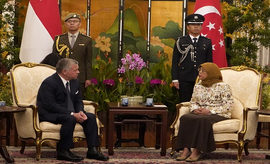 الملك يجري مباحثات مع رئيسة سنغافورة ورئيس الوزراء السنغافوري
