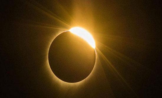 كسوف جزئي للشمس وخسوف جزئي للقمر الشهر المقبل