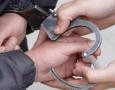 """القبض على حدثين قاما بسرقة مبالغ مالية من صناديق تبرعات جامع """"الاردنية"""""""