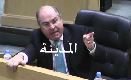 بالفيديو : شاهد كيف أغضب أبو السيد رئيس الحكومة بسبب راتب ابنه وكيف رد الملقي